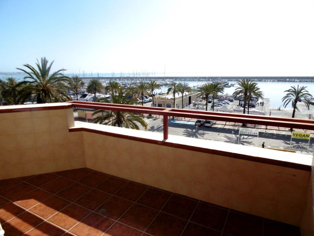 Front line apartment for sale just in the centre of Fuengirola, close to all amenities. This propert,Spain