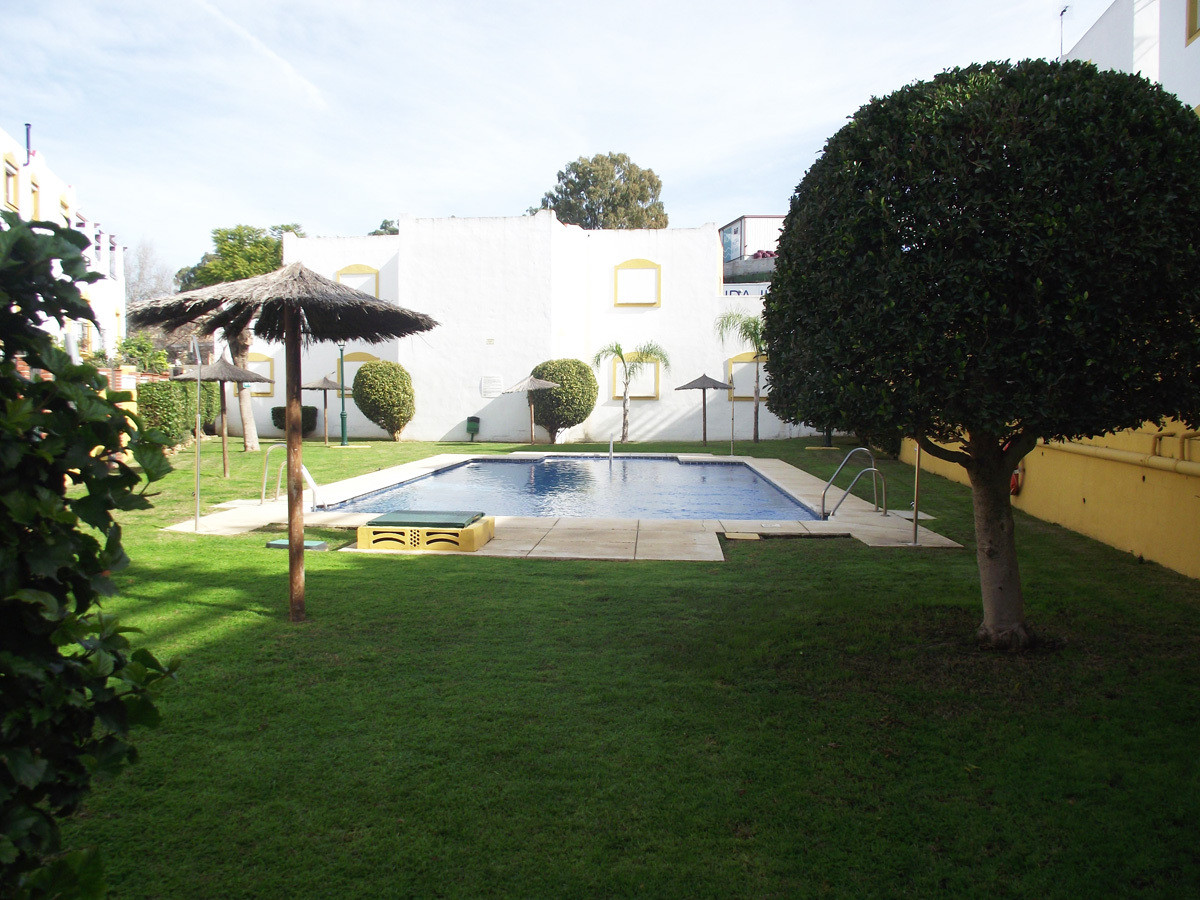 Corner townhouse  in a nice and quiet area of San Pedro (only1 neighbor), in 3 levels with basement , Spain