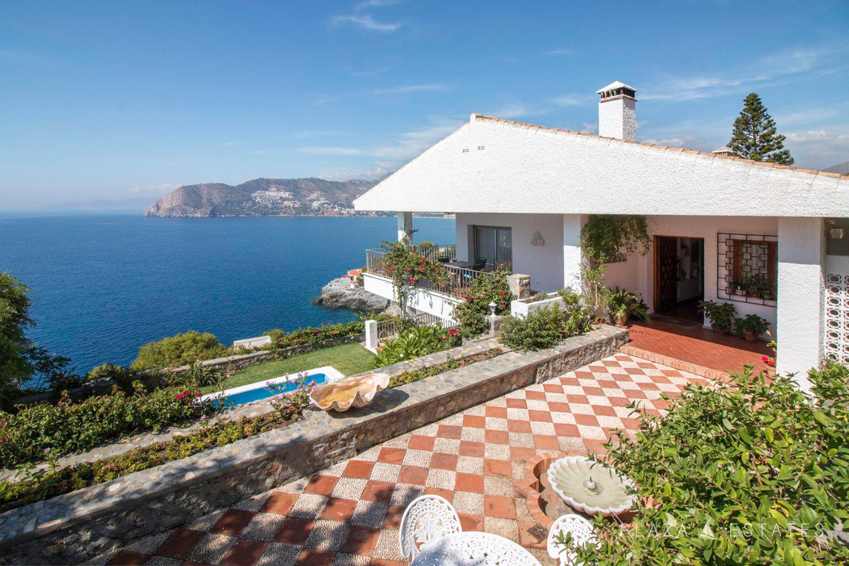 The house is located in one of the most beautiful plots in the exclusive area of ??Punta de la Mona,,Spain