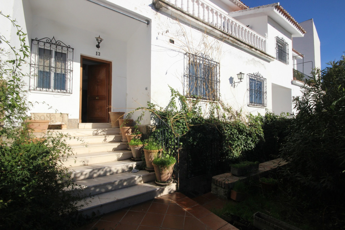 "Right in the best residential area of Ronda, with direct access to the ""Alameda del Tajo"" , Spain"