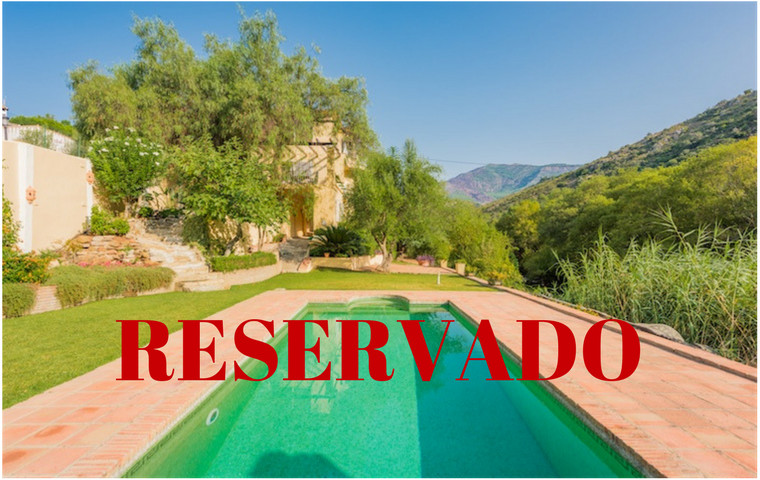 This independent villa in Benahavis will surprise you, it not look like others villas you have visit, Spain