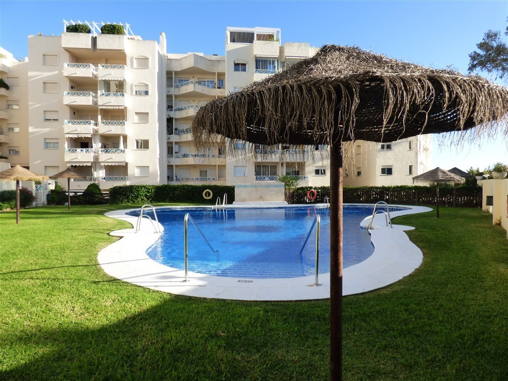 Very nice corner 3 bedroom apartment close to anemities.  There are only 4 minutes WALK to one of th,Spain