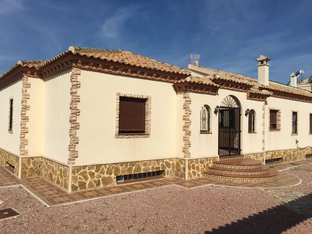 Delightful, pristine, 3 bedroom, detached villa all on one level and with swimming pool.  2003 villa, Spain