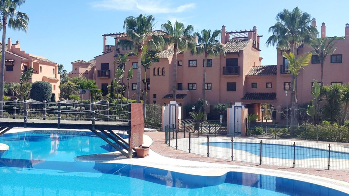 This ia a great first floor apartament, facing south. Gated with 24 h security, walking distance to , Spain