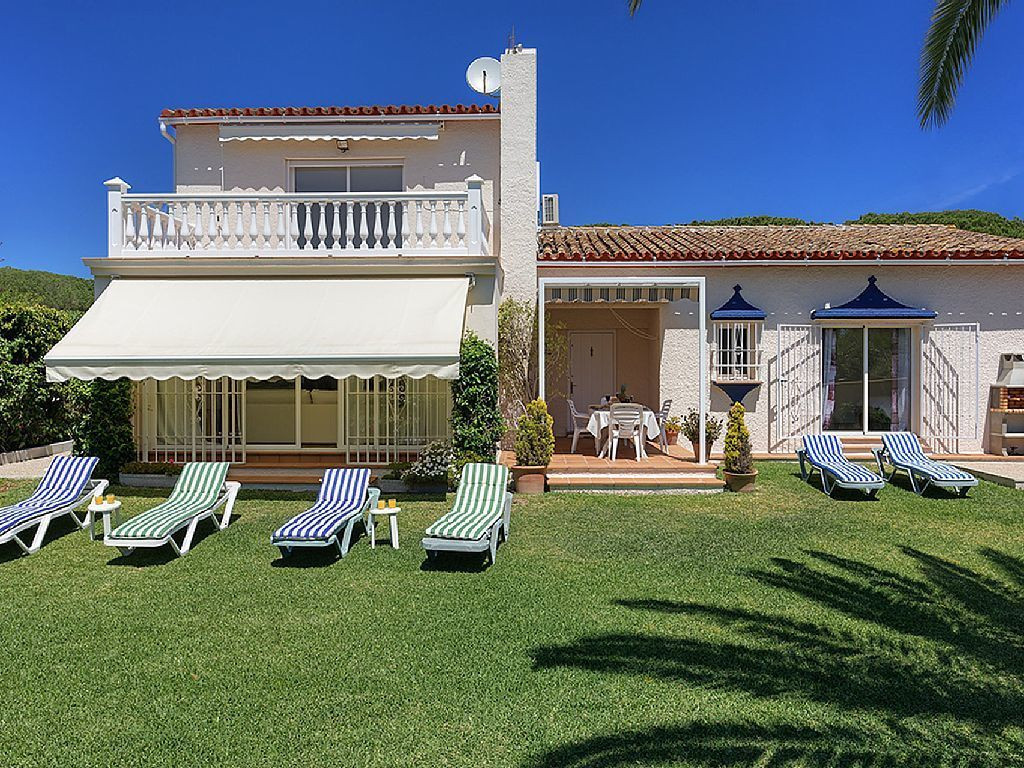 Nice reformed villa at few minut walking distance from the beautiful beaches from East Marbella, off,Spain