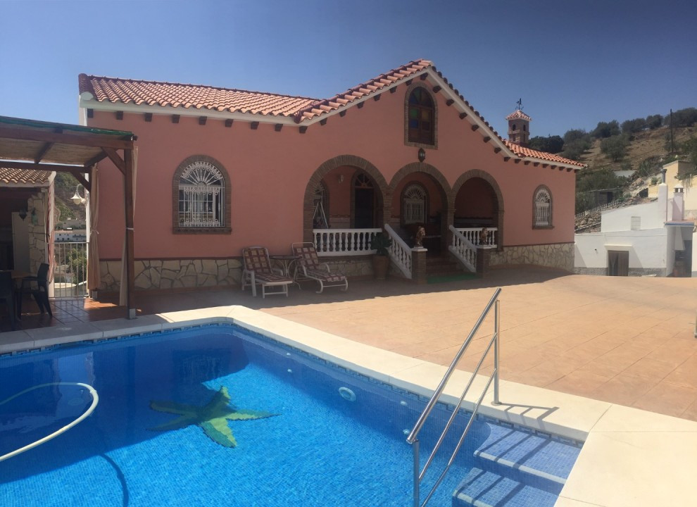 Spectacular villa in the Los Romanes. The Villa is divided in two independent floors. On the main fl, Spain