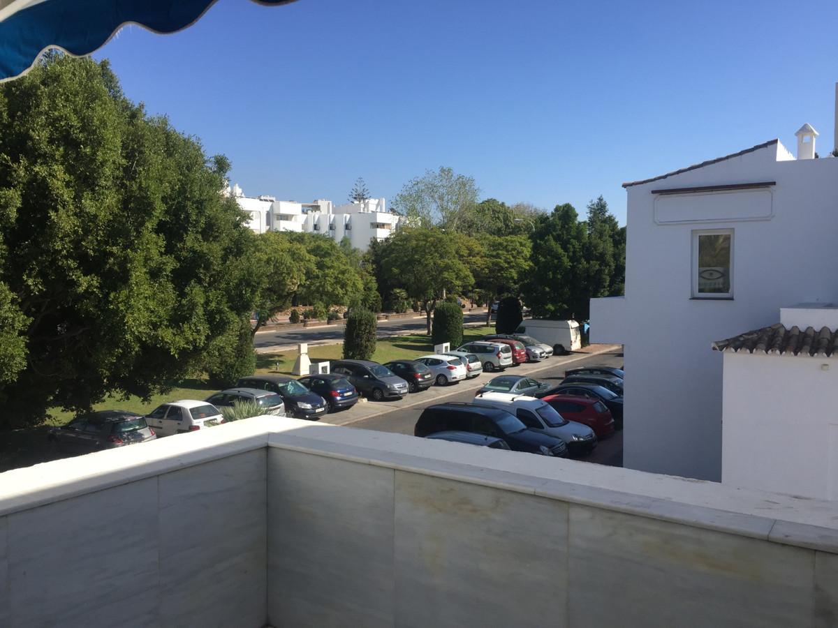 Magnifico local comercial de 207m2 en la mejor zona de Marbella (La Milla de Oro).  Este local const,Spain
