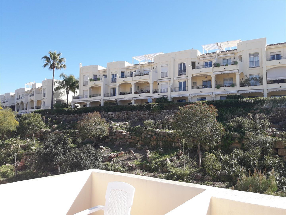 Duplex apartment situated in La Quinta. Ground floor: Fully equipped kitchen, living room-dining roo,Spain
