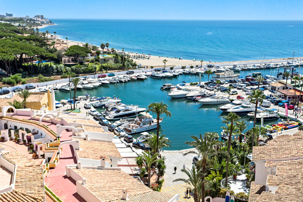 Penthouse apartment for sale in Puerto de Cabopino Marbella Costa del Sol. Superb opportunity to acq,Spain