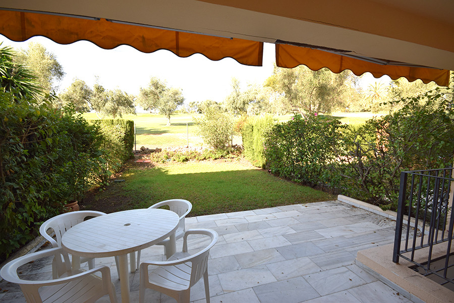 Extraordinary house in first line of Golf in Nueva Andalucia with an unbeatable price. The property , Spain