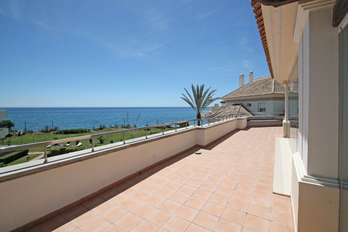 Modern contemporary South facing corner penthouse in Guadalmansa Playa, a beachfront complex ideally, Spain