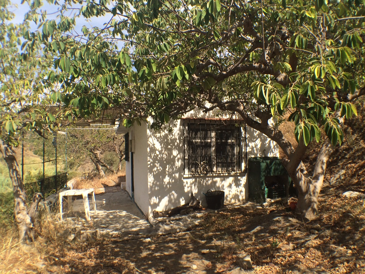 One bedroom country house located in the Rio Seco area. The garden is abundant with fruit trees incl, Spain