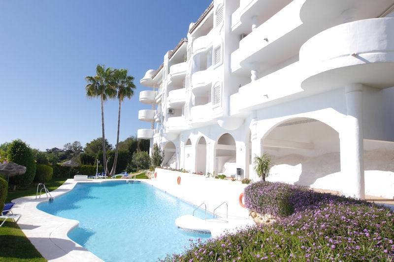Fabulous property located in Calahonda, with unbeatable views to the sea !!!!!  The urbanization is ,Spain