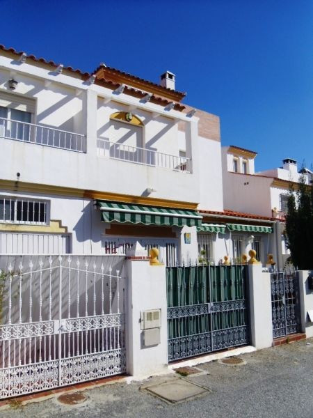 This very spacious chalet comprises lovely living/dining room, a fully fitted kitchen, 5 bedrooms an, Spain