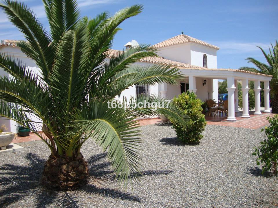 Two wonderful luxury separate villas on the same plot. The first finca is 191m2 and is 3 bed and 2 b, Spain