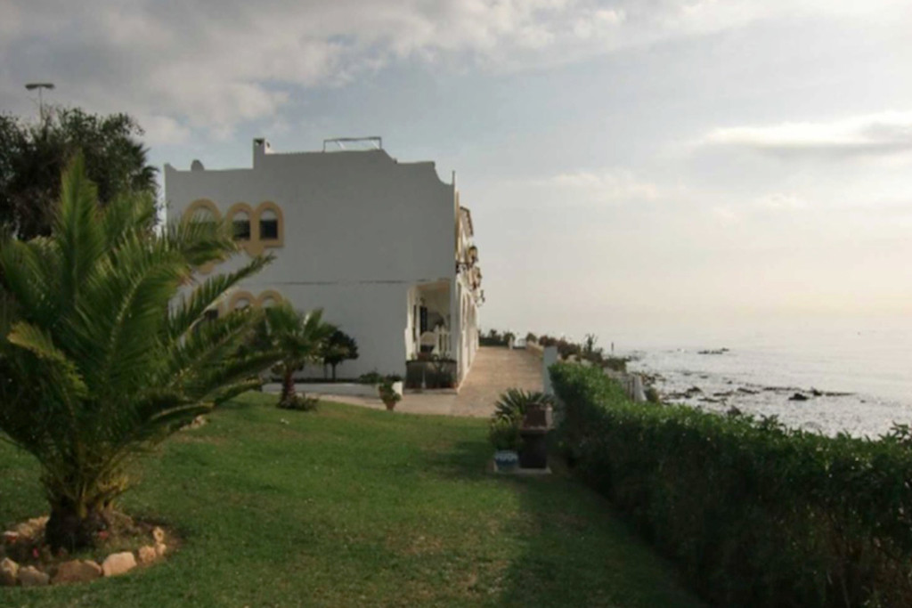 Front line beach apartment with panoramic sea views!!  A very well located apartment within easy wal,Spain