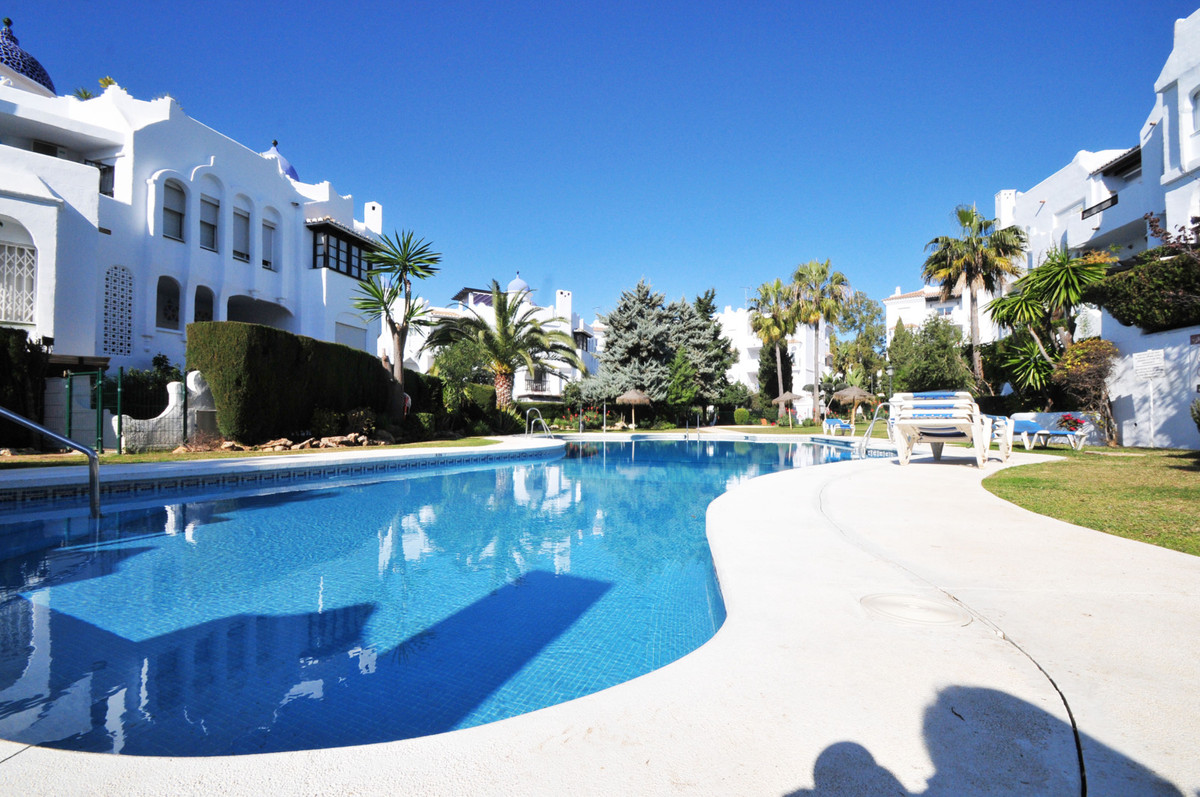 Situated in the heart of Calahonda, this studio is perfectly positioned to take advantages of all th, Spain