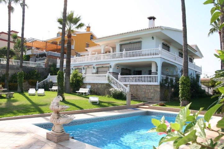 Villa close to the beach, with large gardens, a private pool, its own water well, with a large priva, Spain