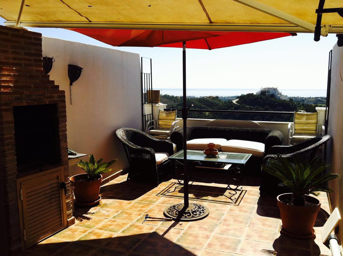 Middle Floor Apartment, Estepona, Costa del Sol. 1 Bedroom, 1 Bathroom, Built 65 m², Terrace 20 m². Spain