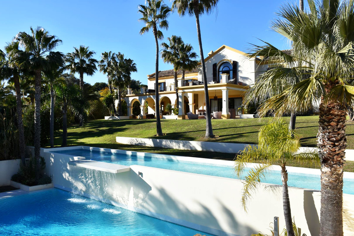 This magnificent residence is located in one of the most exclusive street of sotogrande. Its impress, Spain
