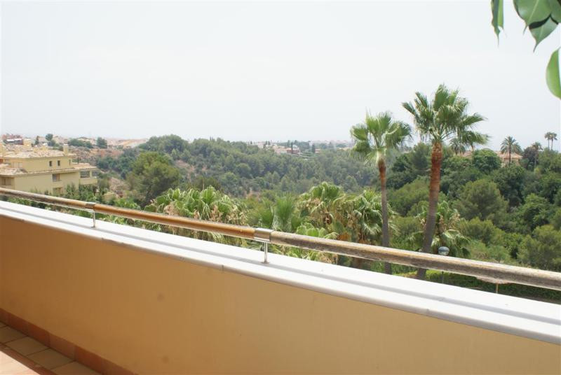 Luxury 3 bedroom and 2 bathroom apartment situated in the exclusive area of Sierra Blanca, only 2 mi,Spain