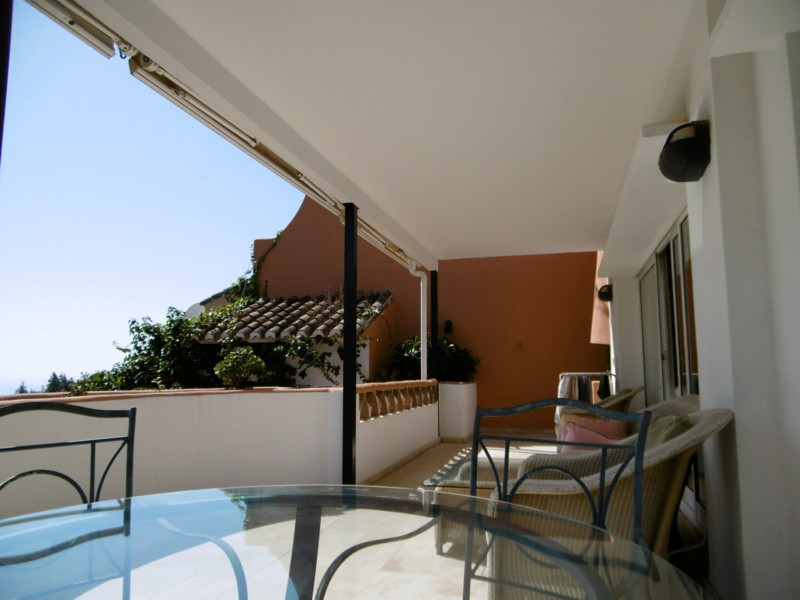 A lovely semi detatched house in front of Golf club and close to Tennis club in lower Calahonda clos, Spain