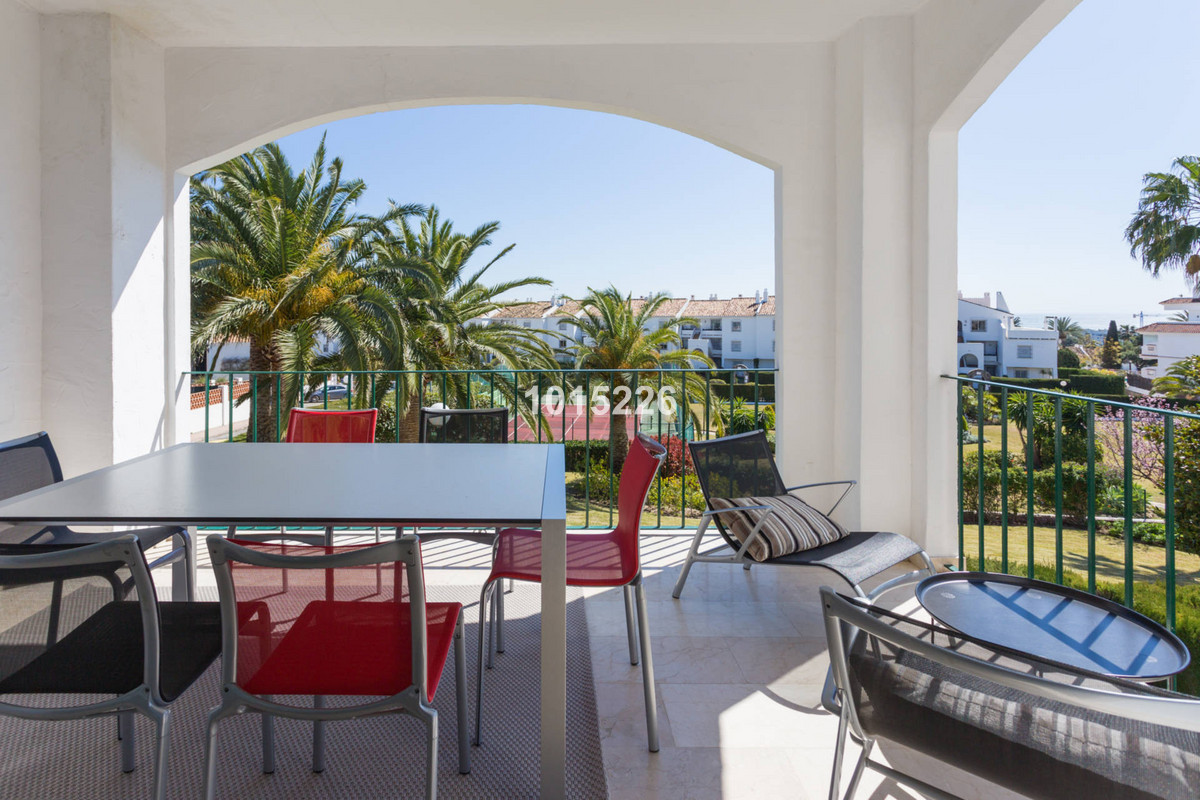 This wonderful apartment is located in popular Cerro Blanco right next to the Centro Plaza in Nueva ,Spain
