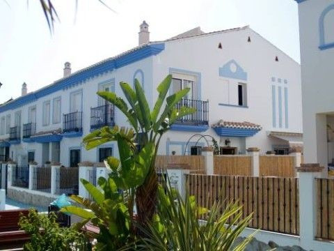 Fantastic corner house in one of the best urbanisation in Mezquitilla , ff - kitchen, partly furnish,Spain