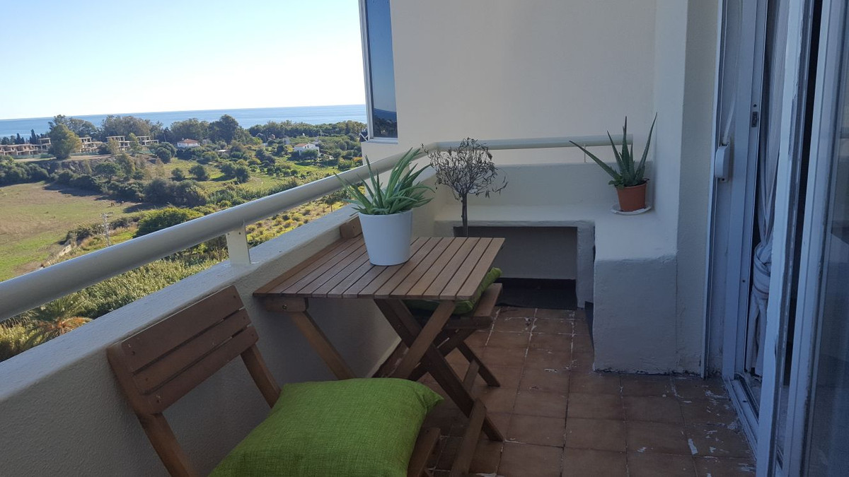 Great opportunity to own an apartment which is an easy walk to the beach, with great sea views. The ,Spain