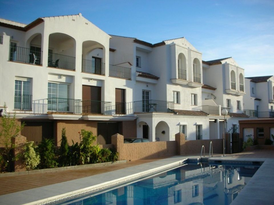 A well presented 1 bedroom ground floor apartment with a modern and airy design and in immaculate co,Spain