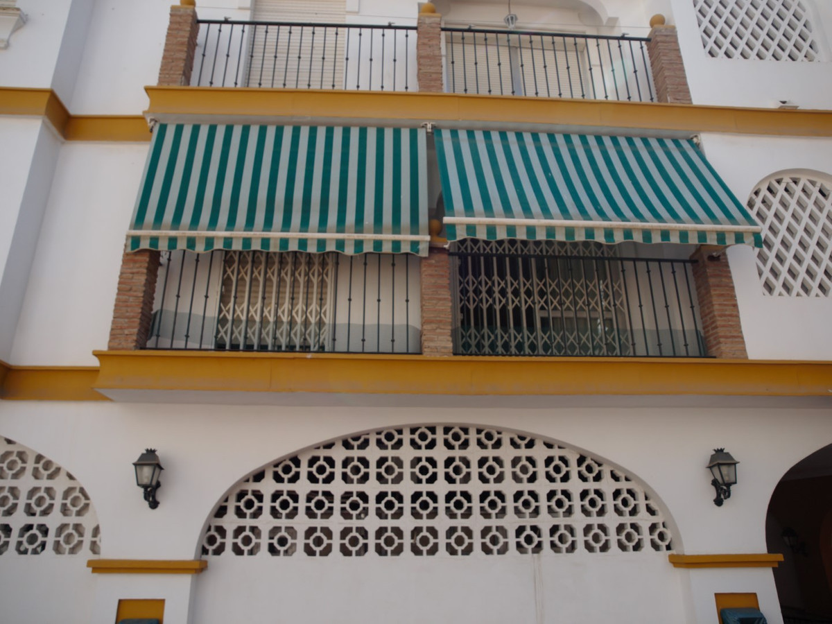 Apartment in the center of Torre del Mar, situated in a quiet street. It has a spacious living room ,Spain