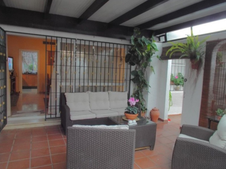 Wonderful independent house in Estepona East area in 2nd line beach. A second floor can be built.  D Spain