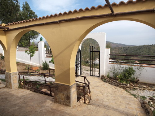 Nice chalet with spectacular mountain views, living room with log fire, partly furnished, SAT-TV, te,Spain