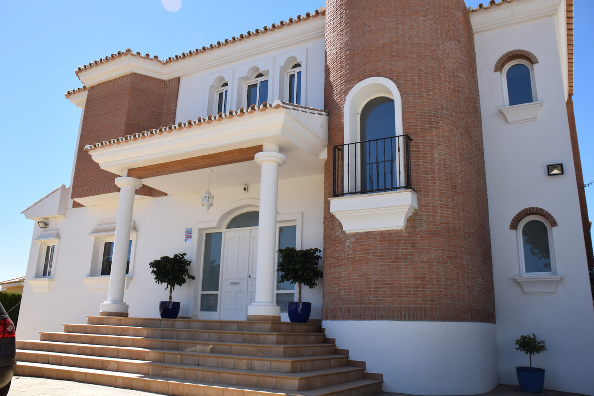 Price reduce for a quick sale!! Beautiful independent villa with private pool and nice views. The ho, Spain