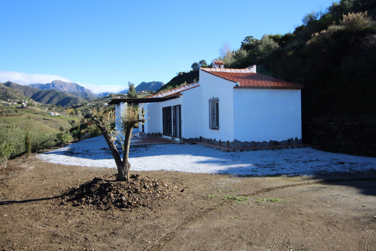Beautiful estate with spectacular views of nature, consists of a living room with fireplace and acce,Spain