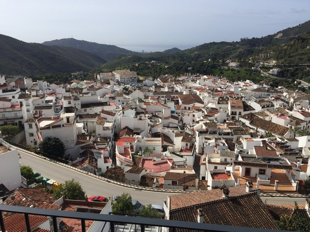 Very beautiful quality penthouse inside a small building in the well know village of Ojen, just 10 m,Spain