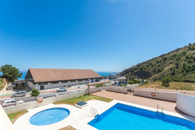 Ideal for investment!!!  Nice apartment in Retamar close to amenities and with nice views.  It is di,Spain
