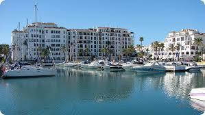 Restaurante totalmente equipado y funcionando esta frontal al mar en el puerto de la duquesa, tiene ,Spain