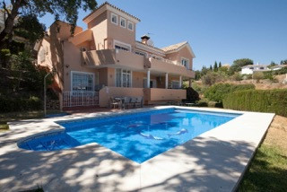 A child friendly, family villa that offers spacious living in one of the most prestigious areas of C, Spain