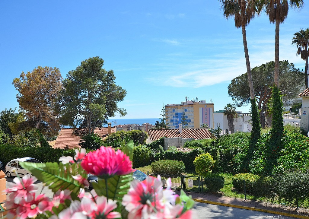 FANTASTIC APARTMENT WITH LARGE TERRACE OF 36 M2 AND SEA VIEWS located in lower Torreblanca area (Fue,Spain
