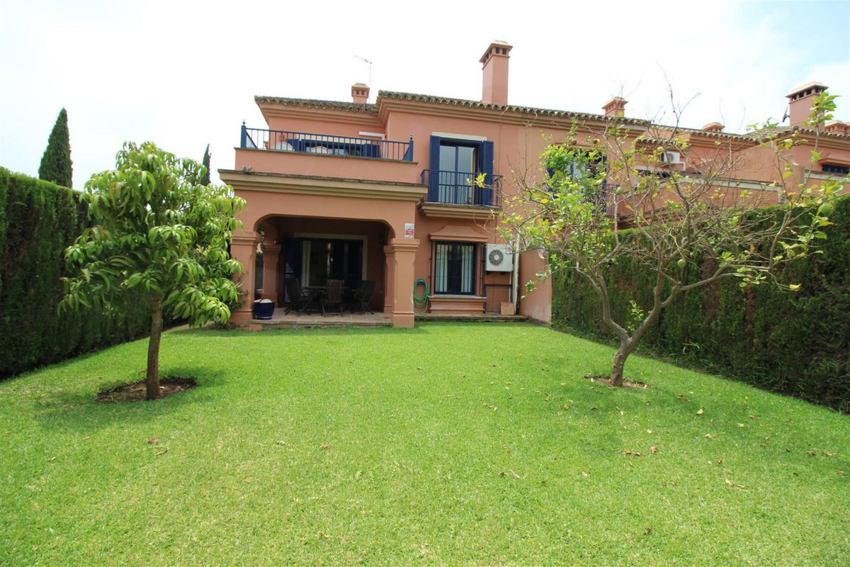 TOWNHOUSE IN SOTOGRANDE COST URBANIZATION. Great townhouse located in one of the most requested resi, Spain