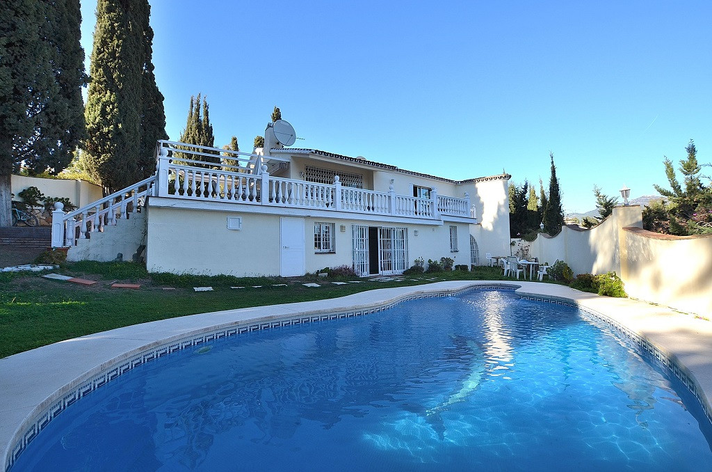 VILLA ON LARGE PLOT OF 1.500 M2 with sea views located in Campo Mijas. 2 floors villa with nice sout,Spain