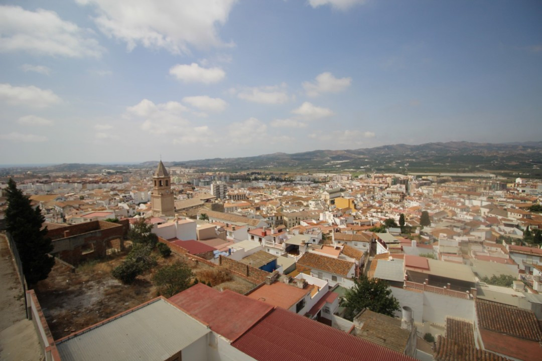 Spacious House in Velez-Malaga with spectacular views of all the Village. The House consists of a li, Spain