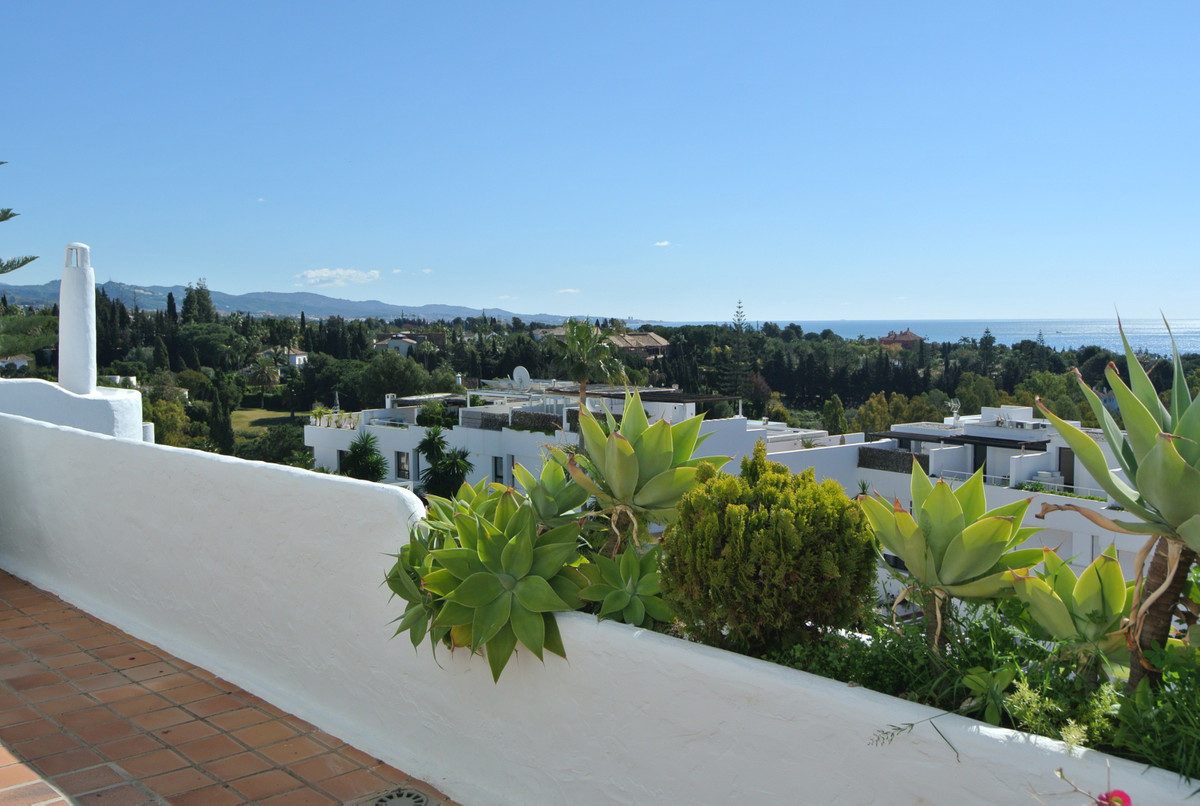 Fantastic apartment situated in the Golden Mile in between Puerto Banus and Marbella behind the mosq,Spain