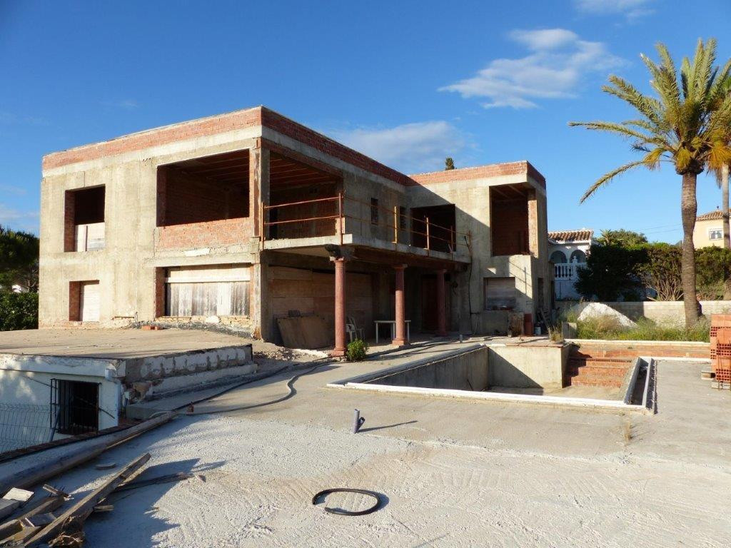 OPPORTUNITY -> Fantastic and sunny detached Villa of 465m2 built on a plot of 1.100m PENDING OF F,Spain