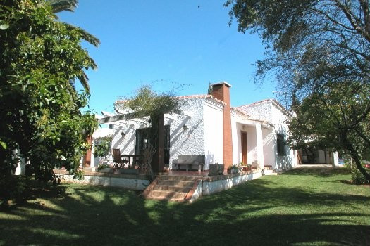 Rustic style villa located in the heart of Marbella town in a quiet area. It comprises 3 bedrooms, 2,Spain
