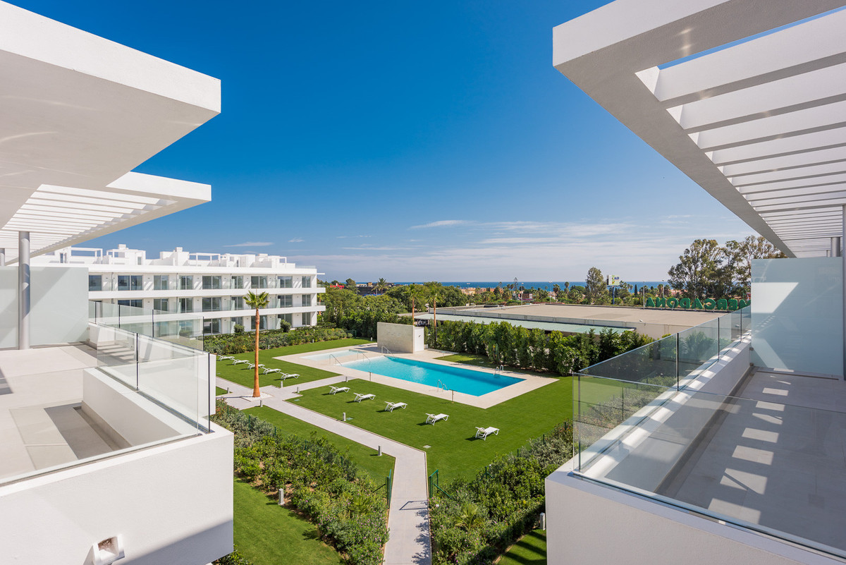 Apartment for sale in Belaire, Estepona, with 4 bedrooms, 3 bathrooms and has a swimming pool (Commu, Spain