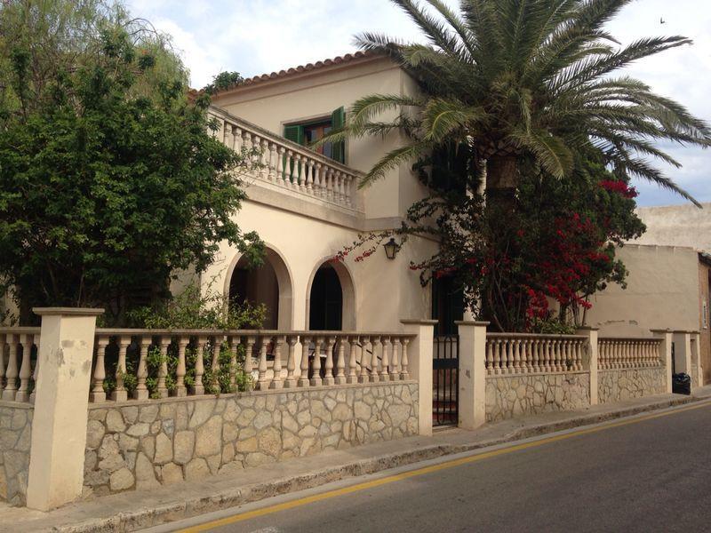 Chalet en Santanyi en la entrada del pueblo con  4 dormitorios y 2 banos y un aseo salon comedor amp,Spain