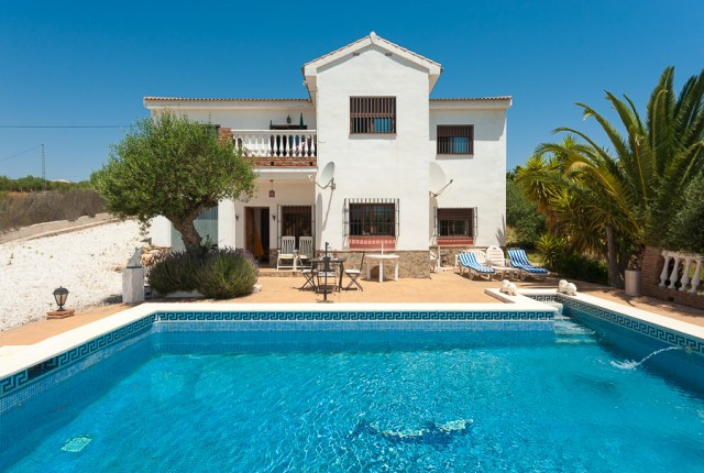 Originally listed at 375,000 € now reduced to 349,000 € Fabulous villa built on an attractive plot i,Spain