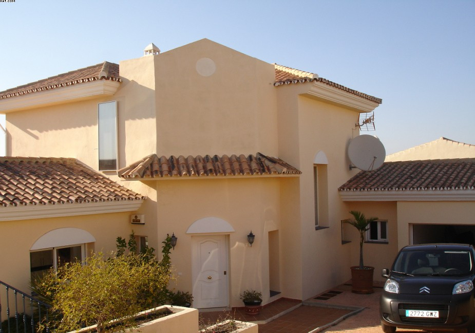 Attractive villa situated in Alhaurin Golf course,with stunning views.Private gated plot with own sw,Spain